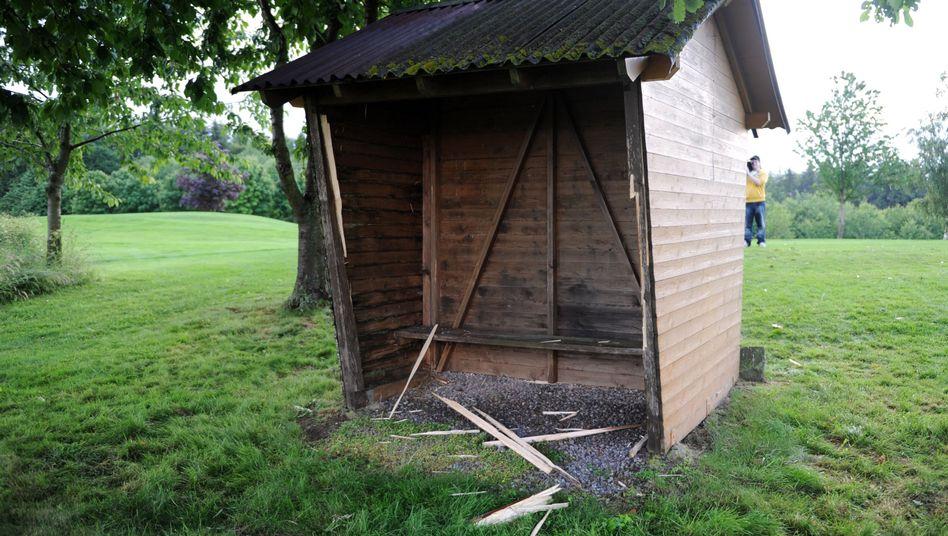 Holzunterstand auf dem Golfplatz Waldeck: Vier Tote nach Blitzeinschlag
