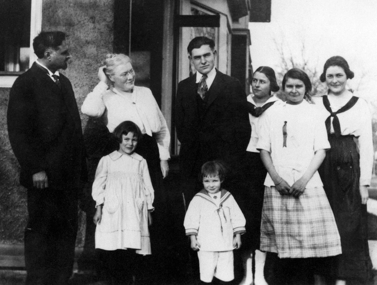 - FILE PHOTO 1918 - Ernest Hemingway (C) poses with his family in 1918 at his boyhood home at 339 N..