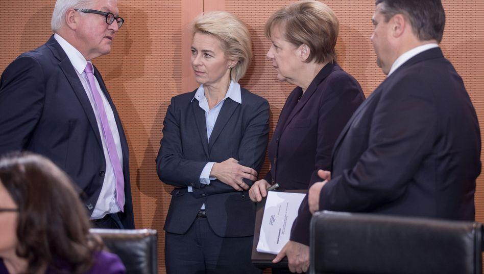 Kabinettsmitglieder von CDU und SPD: Einig im Kampf gegen den IS