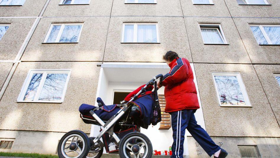Mutter mit Kinderwagen: Betreuungsgeld behindert laut OECD Beschäftigung von Frauen