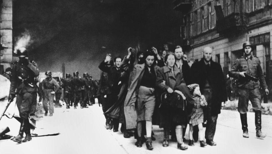 """Warschauer Ghetto (im Mai 1943): Suche nach dem wertvollen """"Bund""""-Archiv"""