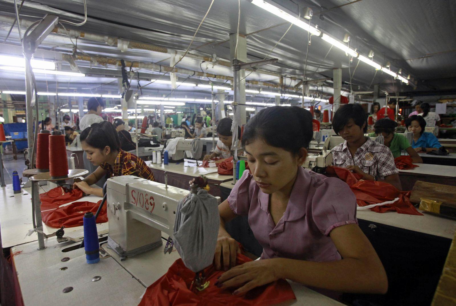 MYANMAR / garment factory