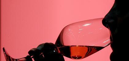 Weintrinkerin: Freiwillige Abstinenz während der Fastenzeit