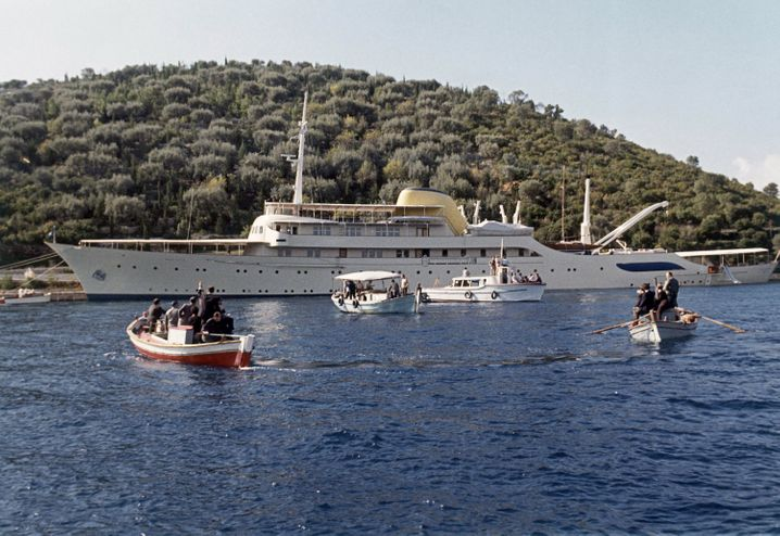 Onassis-Jacht »Christina« vor Anker im Mittelmeer (Archivbild von 1963)