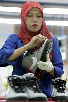 """Nike-Produktion in Indonesien: """"Ich bin zu Tode erschöpft"""""""