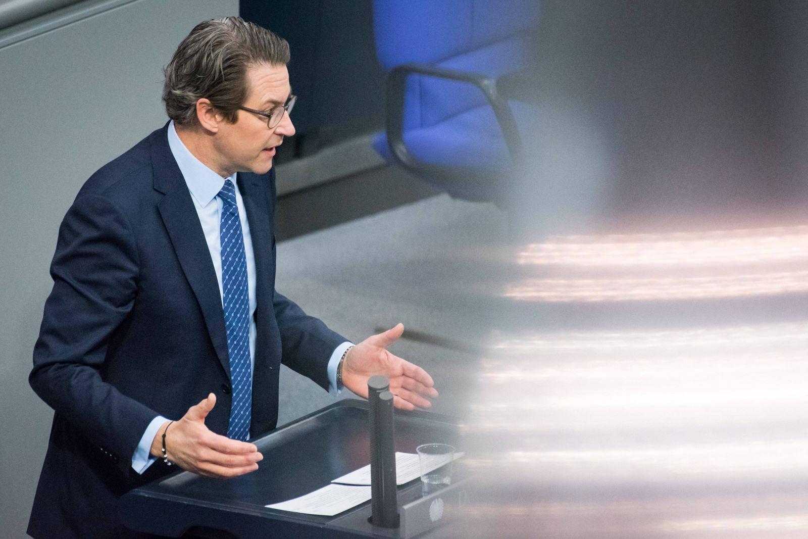 Berlin, Plenarsitzung im Bundestag Andreas Scheuer (Bundesminister für Verkehr und digitale Infrastruktur, CSU) während