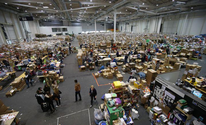 Messehalle in Hamburg: Hilfe für Flüchtlinge