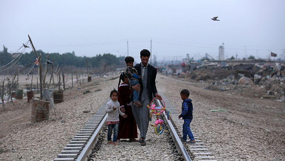 Irakische Familie außerhalb von Bagdad
