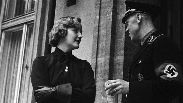 Unity Mitford sah sie sich als politische Weggefährtin Hitlers, als Vermittlerin, die dazu beitragen könne, eine deutsch-britische Allianz auf den Weg zu bringen.