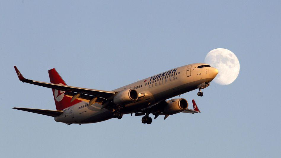 Flugzeug der Turkish Airlines: Feuer im Triebwerk