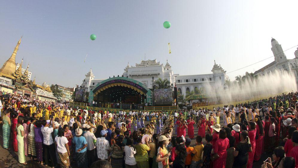 Burma: Ein Ausnahmezustand namens Wasserfest