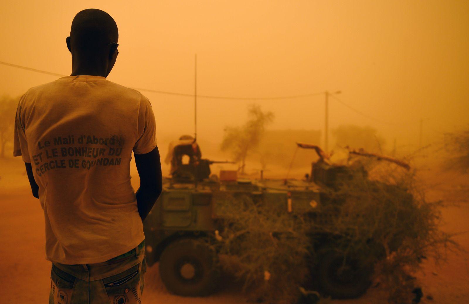 Mali Staub Wüste Symbolbild Militär Armee