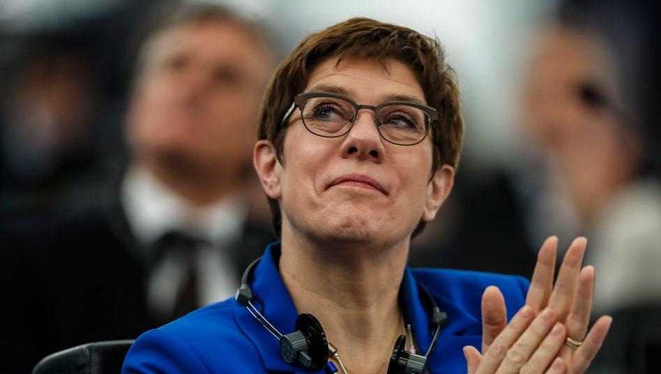 """CDU-Chefin Annegret Kramp-Karrenbauer: """"Ausdrücklich gegen die Empfehlungen, Forderungen und Bitten der Bundespartei"""""""