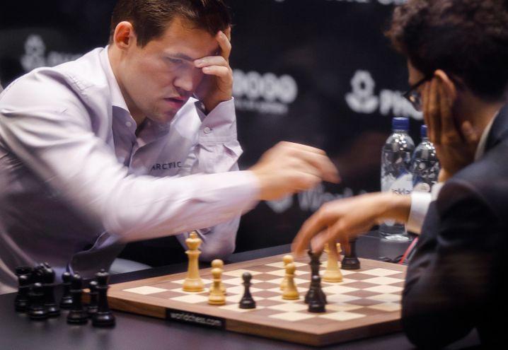 Magnus Carlsen verteidigte seinen WM-Titel gegen Fabiano Caruana mit Mühe