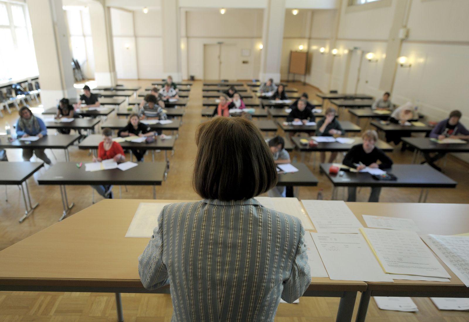 SYMBOLBILD Schüler / Prüfungen