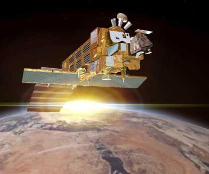"""Esa-Satellit """"Envisat"""" (Simulation): Sturmbeobachtung mit Radar und optischen Geräten"""