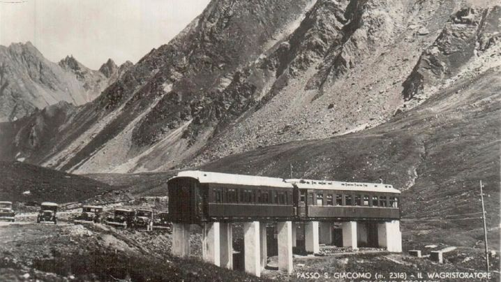 Endstation Alpenpass: Zwei Waggons im Nirgendwo