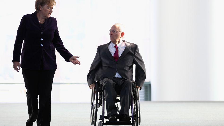 Kanzlerin Merkel, Finanzminister Schäuble: Unter Druck