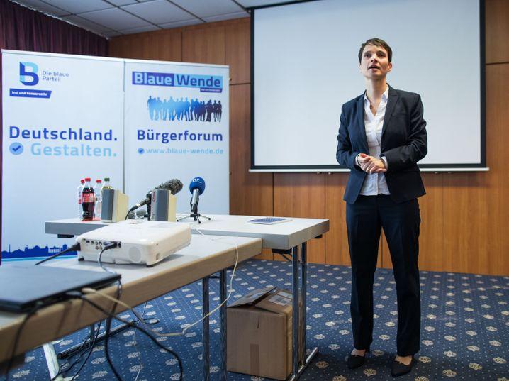 """Petry bei einer Diskussion mit dem Forum """"Blaue Wende"""" in Rodgau (Hessen, November 2017)"""