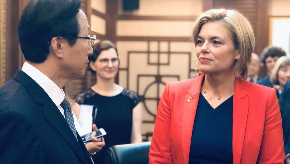 Julia Klöckner (CDU) trifft ihren chinesischen Amtskollegen Han Changfu in Peking