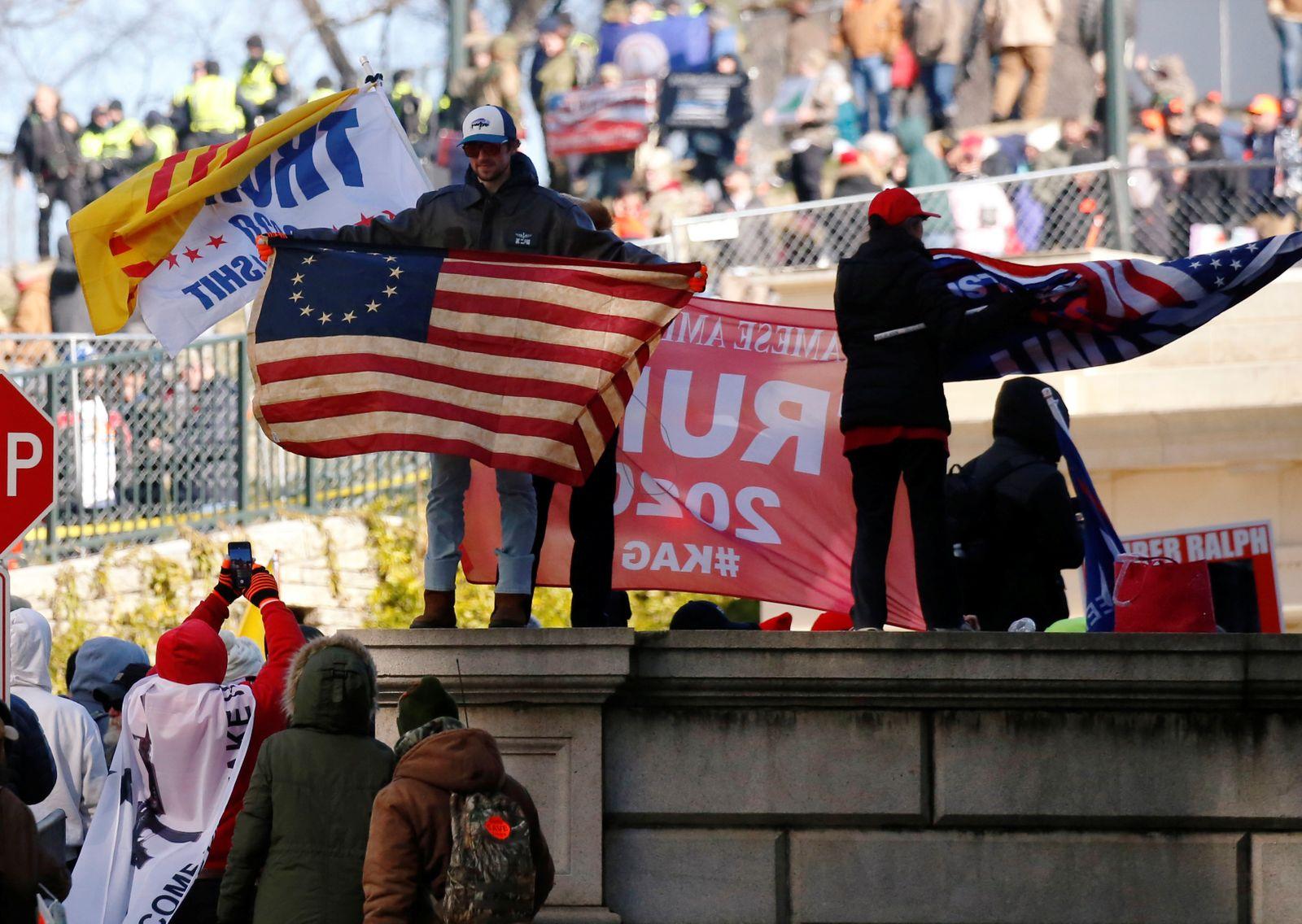 Gun rights advocates and militia members attend rally in Richmond, Virginia