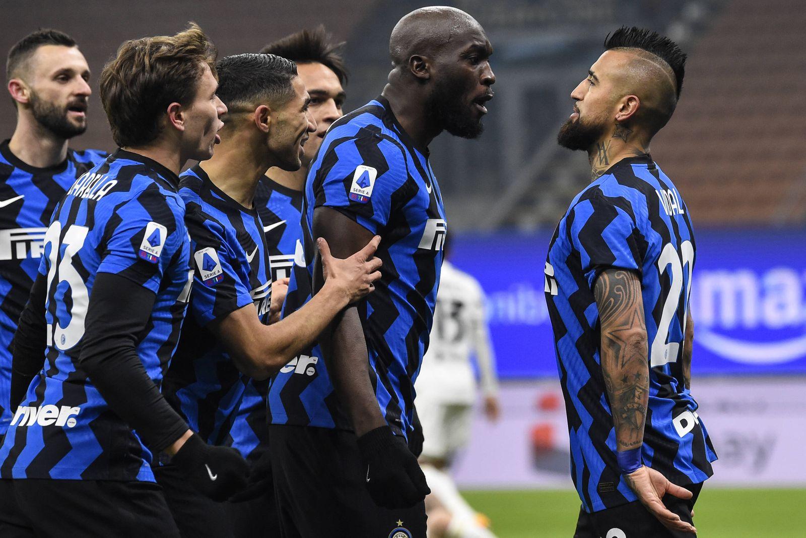 Milano 17/01/2021 - campionato di calcio serie A / Inter-Juventus / foto Image nella foto: esultanza gol Arturo Vidal PU