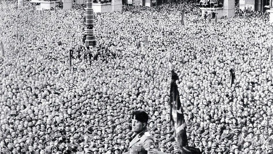 Faschistenführer Mussolini in Mailand 1936: »Sexuelle Bulimie«
