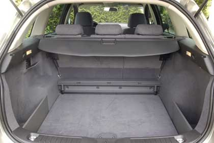 Fiat Croma: Einen Gepäckraum mit doppeltem Boden gibt es erst in der Topausstattung ab 23.950 Euro