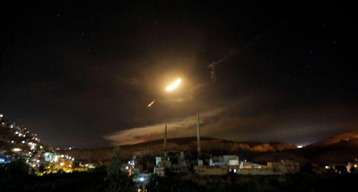 Syrische Luftabwehrraketen über Damaskus