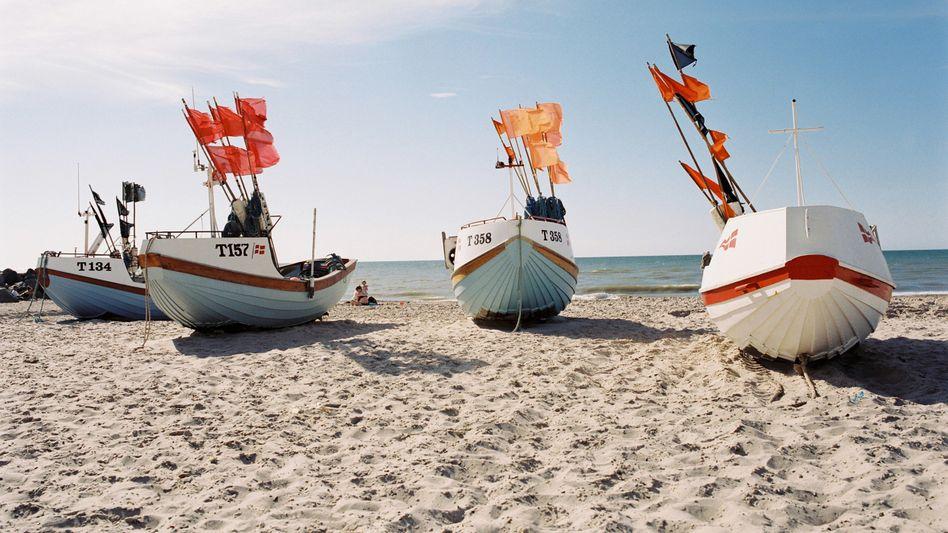 Strandszene in Dänemark (Archivbild): Ist kühl bei Euch und nicht viel los.