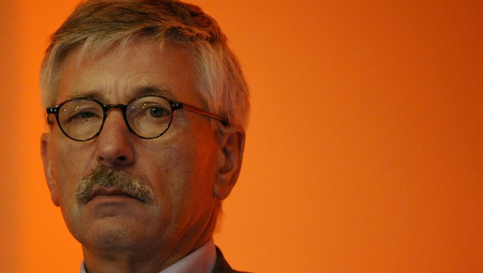Thilo Sarrazin, a member of the board at the German Central Bank, has been slammed for his allegedly racist comments about Jews.