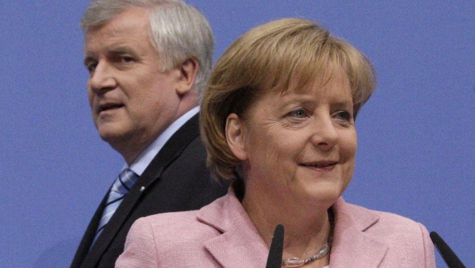 Kanzlerin Merkel (r.), CSU-Chef Seehofer: Böse Überraschungen aus Bayern