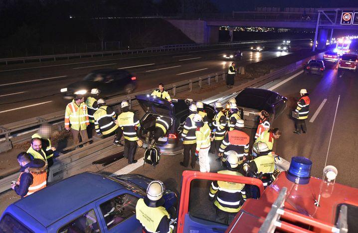 Feuerwehreinsatz auf der A9 nach der Rettungsaktion