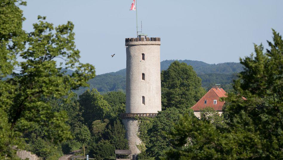 Turm der Sparrenburg in Bielefeld: So sieht eine Stadt aus, die es angeblich nicht gibt