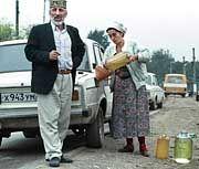 Nachholbedarf im Osten: Straßenszene mit Lada im Kaukasus
