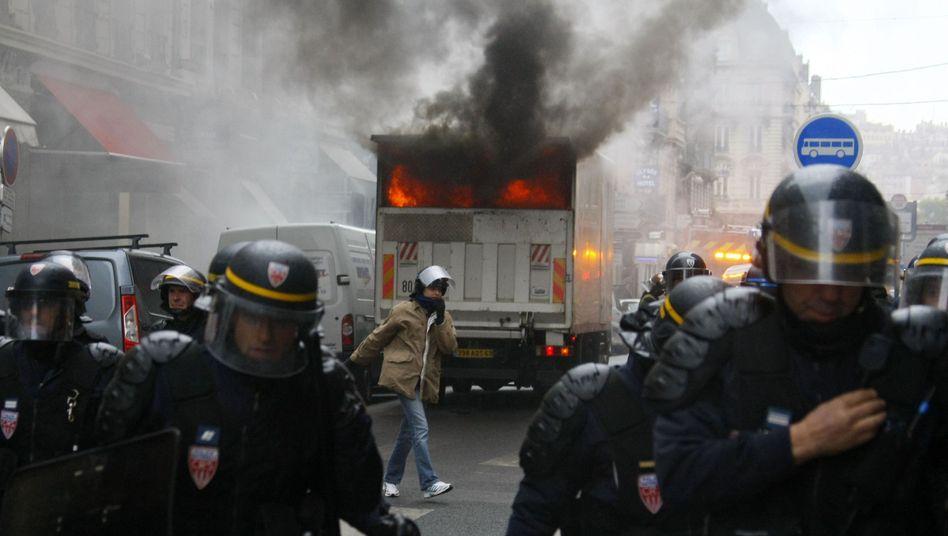 Ausschreitungen in Lyon: Tränengas gegen Jugendliche