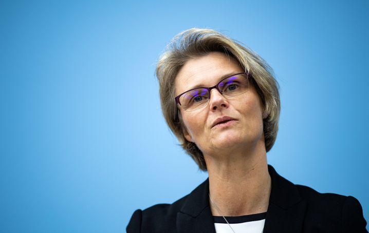 """Anja Karliczek: """"5G ist nicht an jeder Milchkanne notwendig"""""""