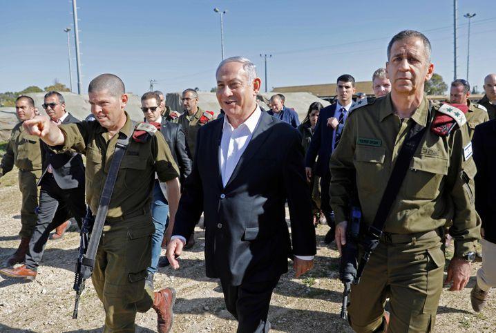 Netanyahu mit Militärs
