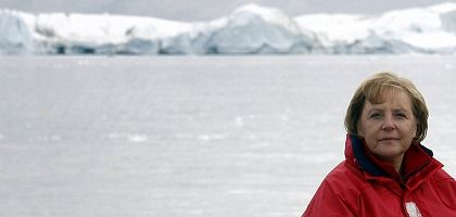 The German chancellor in Greenland: Once a hero to environmentalists worldwide, Angela Merkel is faltering badly on climate change policy.