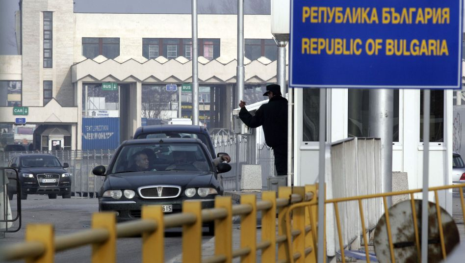 A checkpoint on the border between Bulgaria and Greece: Bulgaria and Romania's accession to the passport-free Schengen zone has been postponed pending further reforms in both countries.