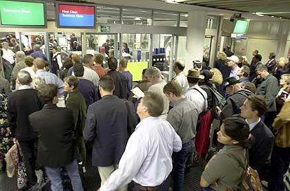 Sicherheitscheck auf dem Frankfurter Flughafen: Verstärkte Kontrollen auf Sprengstoff