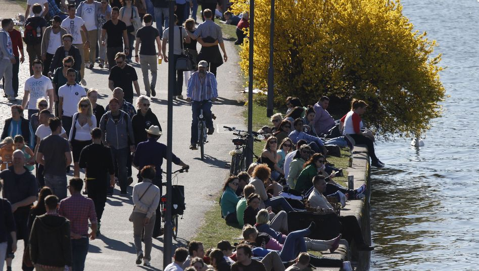 Fußgänger in Frankfurt am Main (Archivbild)
