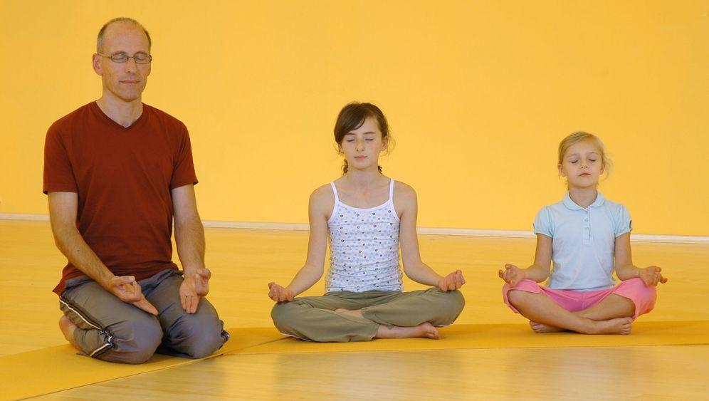 Kinder-Yoga: Lotussitz, Sonnengruß, Schmetterling