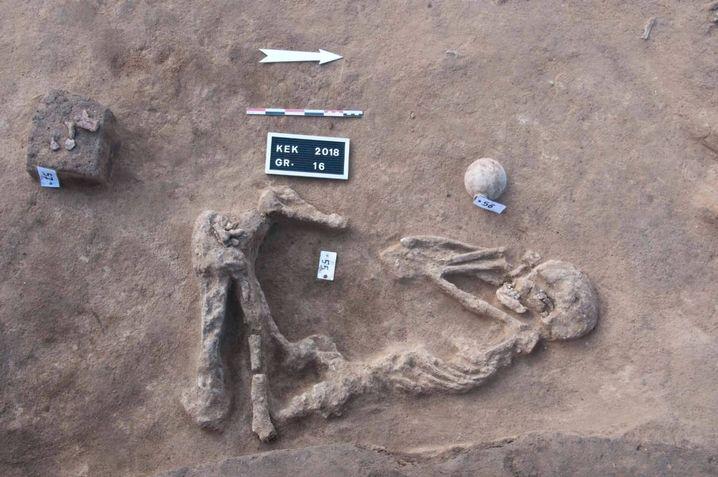 Die Toten wurden in dieser Zeit in Hockstellung bestattet