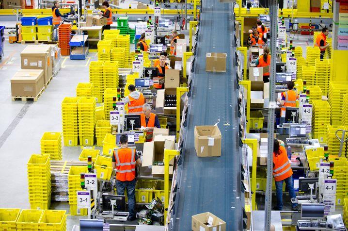 Logistiker haben in der Coronakrise oft gute Zugewinne gemacht. Foto aus dem Leipziger Logistikzentrum von Amazon (vor Corona)