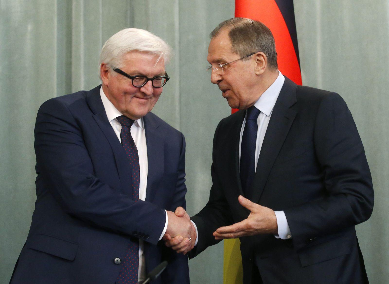 Frank-Walter Steinmeier und Sergej Lawrow