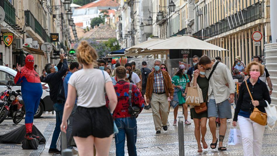 Trotz Abschottung vom Rest des Landes: Innerhalb der Hauptstadtregion galten die gleichen Regeln wie sonst auch. Entsprechend voll und belebt waren die Gassen Lissabons am vergangenen Wochenende.
