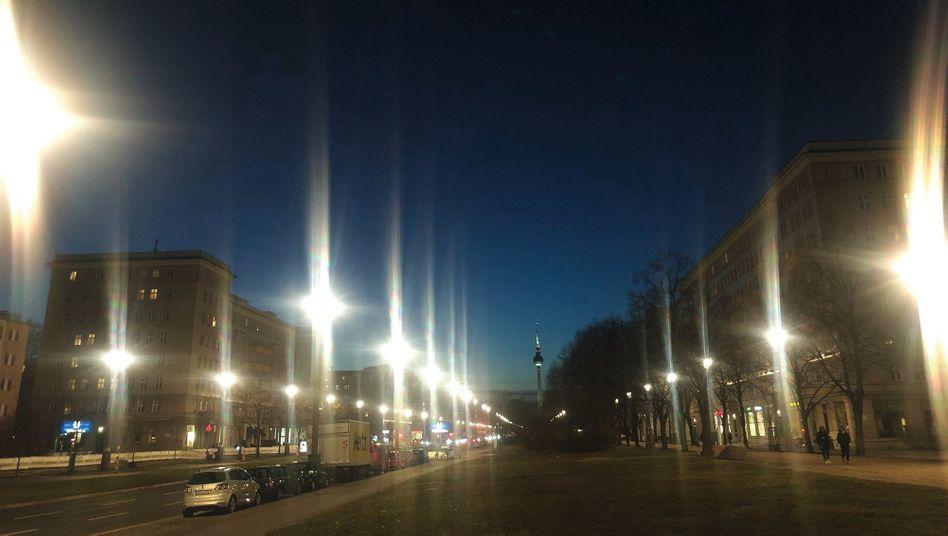 Verlassene Berliner Innenstadt am Abend