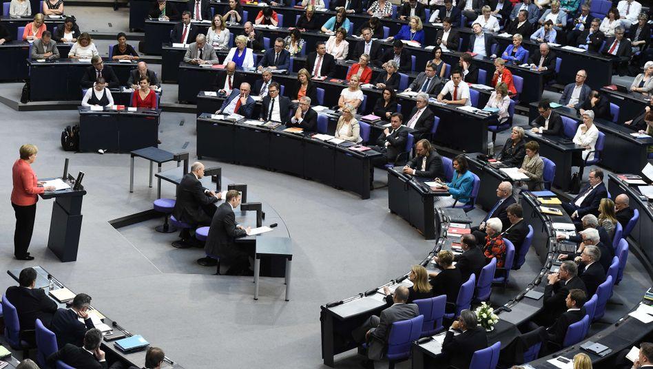 Kanzlerin Merkel im Bundestag im Juli: Wird es mehr als 65 Abweichler geben?