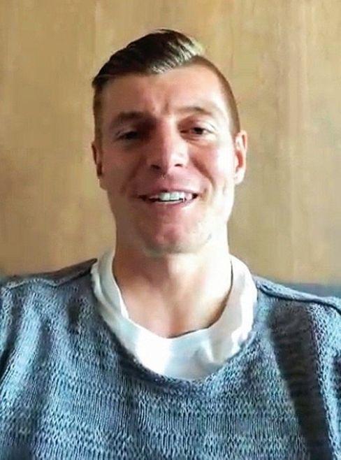 Toni Kroos, 31, meldete sich per Video-Anruf aus Madrid bei den Kinderreportern.